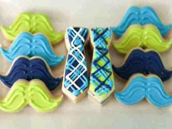 dolci a forma di cravatta e baffi