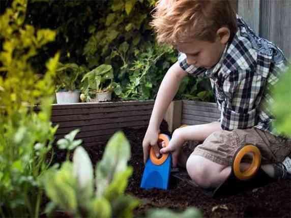 metodo montessori in pratica giardinaggio
