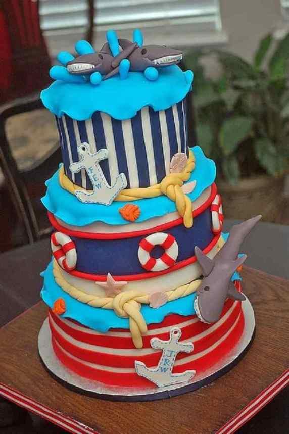 torta a forma di squalo