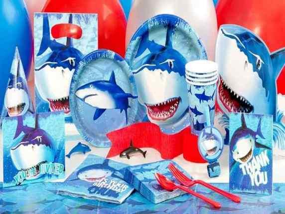 bicchieri piatti tema squalo