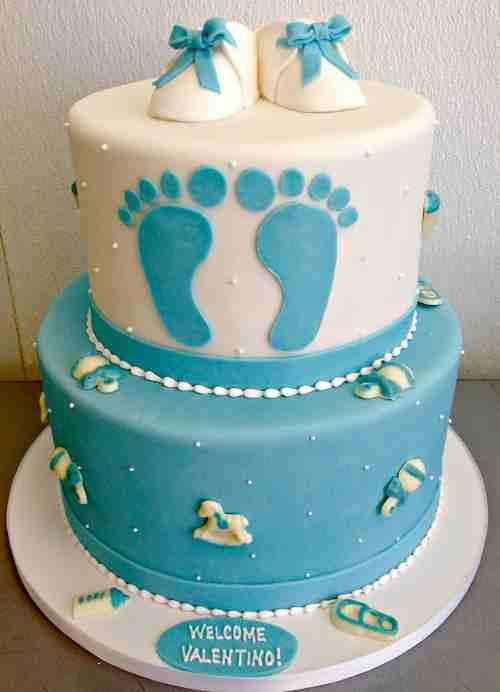 torta blu con piedini per baby shower