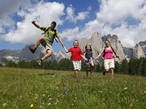 foto bambini in vacanza in montagna