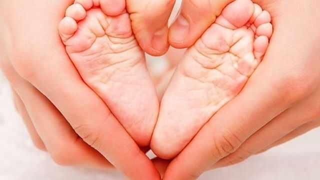 foto piedi neonato