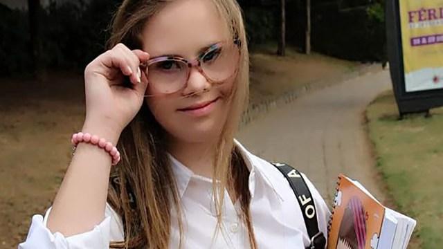 foto Georgia Modella Down Traebert con occhiali