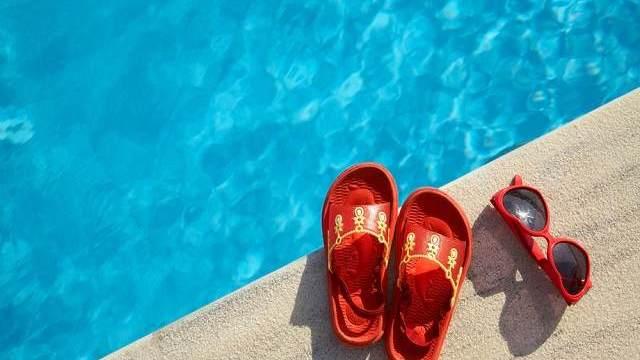 bimba rischia annegare piscina