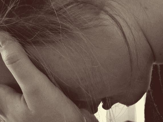 foto donna pianto