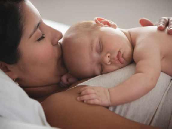 dormire neonato mamma benefici
