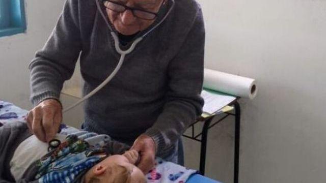 pediatra 93 anni visita bambini bisognosi