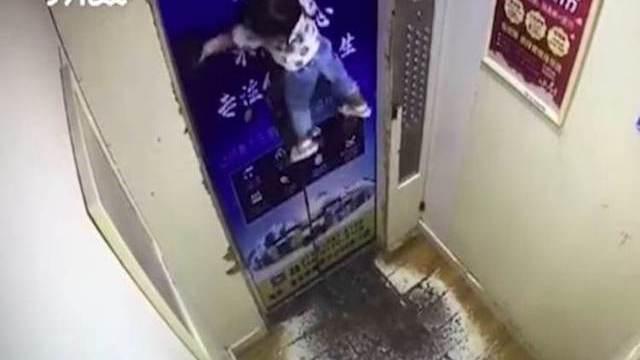 foto_ascensore_bimba