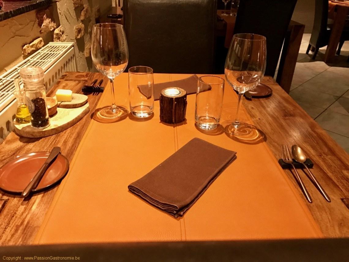 Restaurant L'Artiste à Falaen - Le dressage de la table