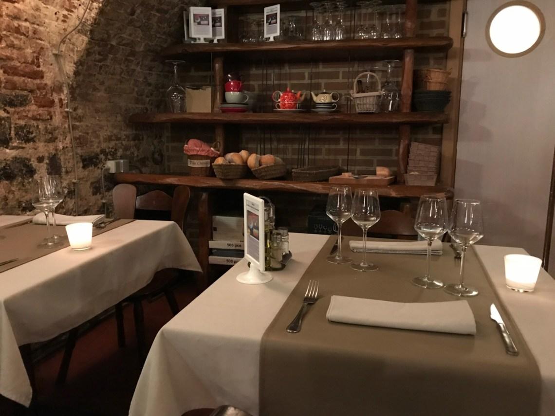 Restaurant Les caves de l'abbaye d'Aulne - Les tables