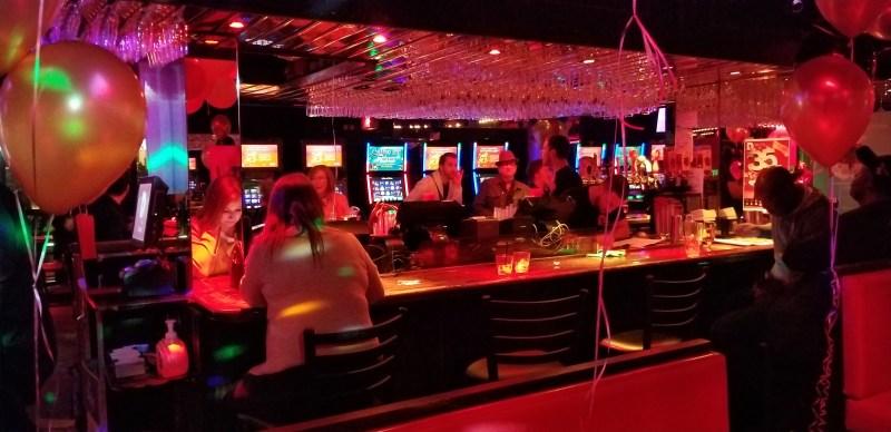 Le Club Date Karaoke bar