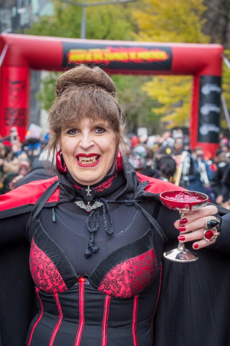 Photo : la Marche des zombies à Montréal vampire