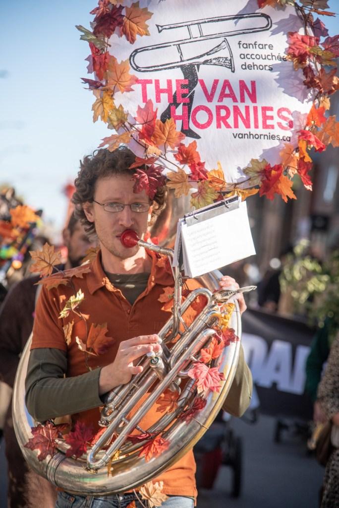 Homme dans la parade