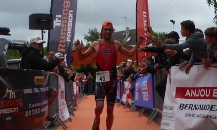 Le champion de France de Duathlon, Théo PEAN, s'impose au premier Triathlon de Montreuil-Juigné