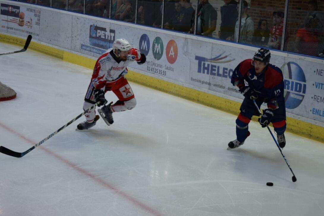 Les Ducs d'Angers remportent le match sans convaincre face à la Roche-sur-Yon (6-4).