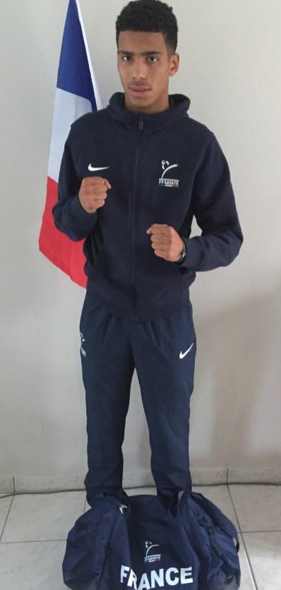 Lilian LOUISET avec sa tenue de l'équipe de France