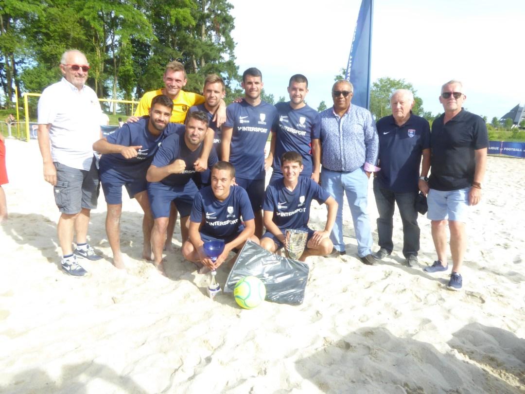 Les Vendéens du TVEC Les Sables-d'Olonne remportent le titre de champion régional de beach soccer à Angers.
