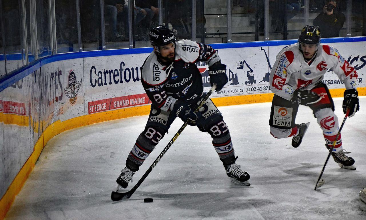 Danick BOUCHARD : L'équipe est plus sereine, avec plus d'expérience sur la glace.