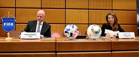Collaboration entre l'UNODC et la FIFA pour lutter contre la corruption et le crime dans et par le football et pour stimuler le développement des jeunes.