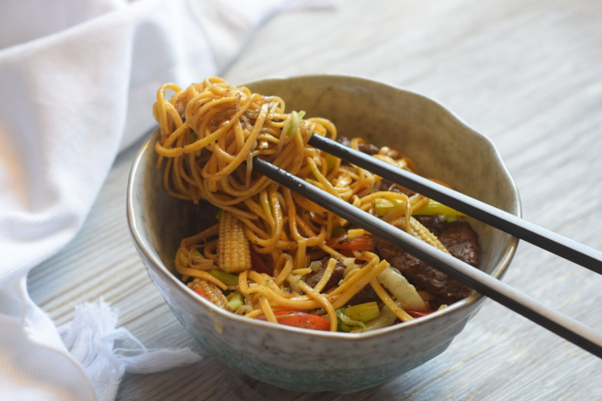 Easy Breezy Chow Mein Recipe for the Noodleholics' Party