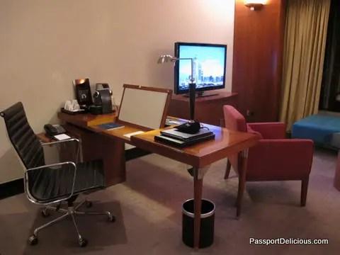 Jumeirah Emirates Towers Desk