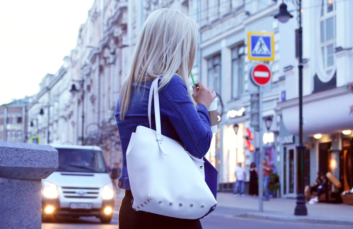 This is not the best anti-theft purse for travel! This bag could get stolen at any time.