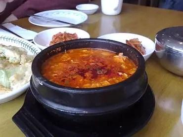 Hamgipak tofu soup