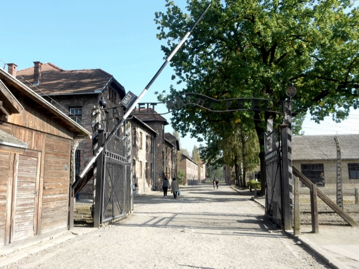9-auschwitz-gate