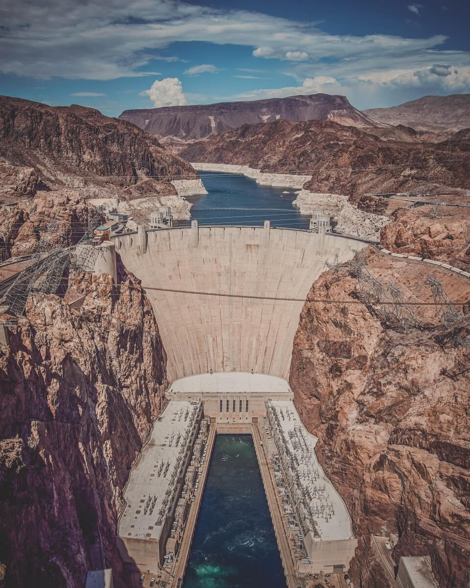 Vertical shot of the Hoover Dam, proof that Arizona is one of the best states to visit