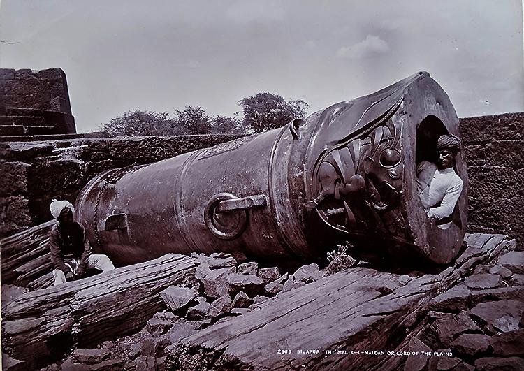Antique Photo Malik-I-Maidan Canon 1880