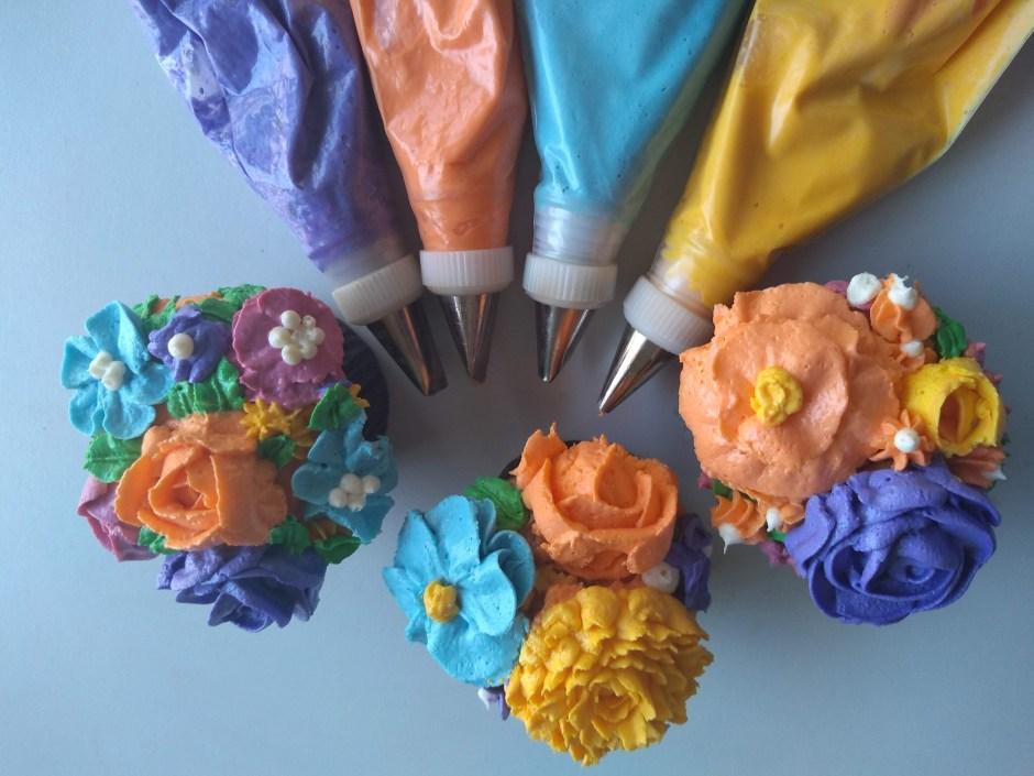 cupcakes de primavera, llenos de color