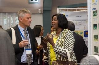 Pr Stewart COLE, Directeur Général de l'Institut Pasteur et Pr Charlotte NDIAYE, Représentant résident de l'Organisation Mondiale de la Santé à Madagascar