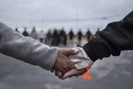 Europa limita expulsión menores no acompañados slider