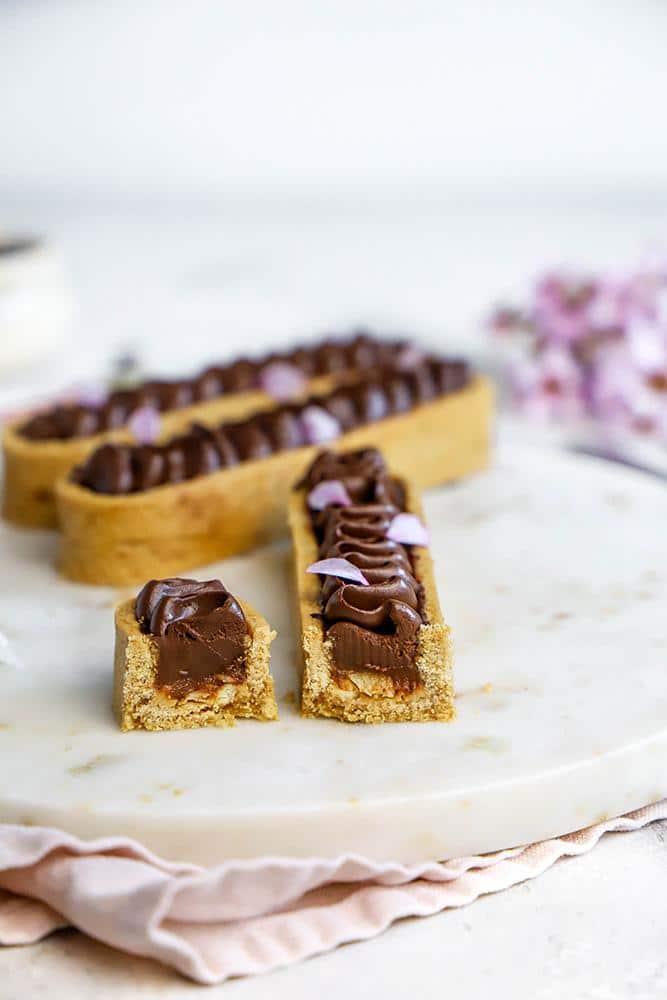 tarte snickers vegan