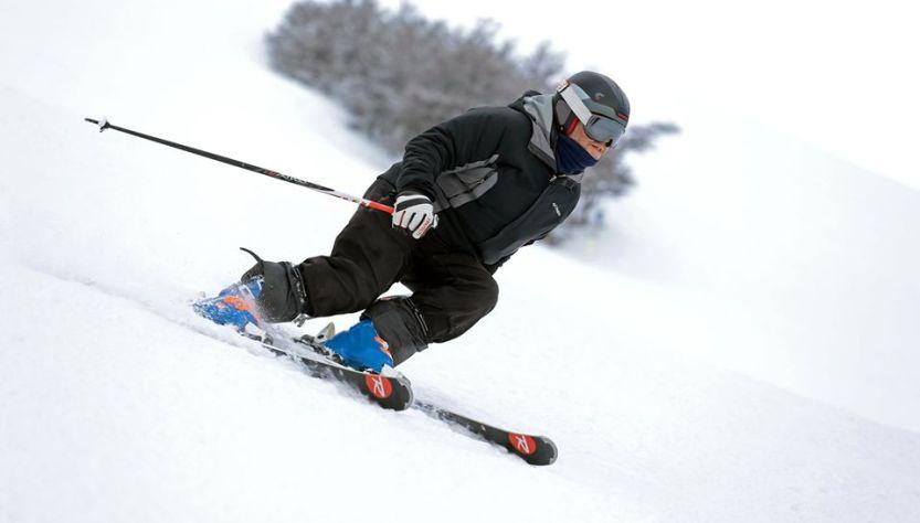 Hombre en el centro de esquí Cerro Castor.