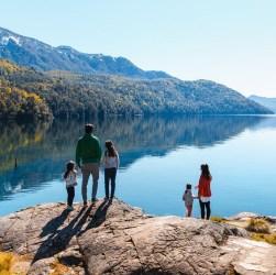 Familia disfrutando de las vacaciones en la Patagonia
