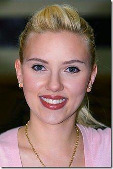 220px-Scarlett_Johansson_in_Kuwait_01b-tweaked.jpg