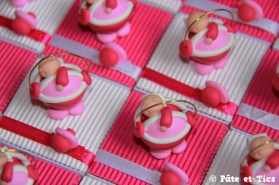 Boîtes à dragées bébés dans leurs berceaux couffins