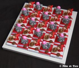 Boîtes à dragées chaperons rouges et loups thème contes