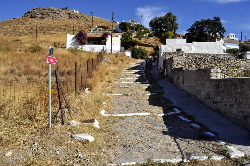 walking serifos