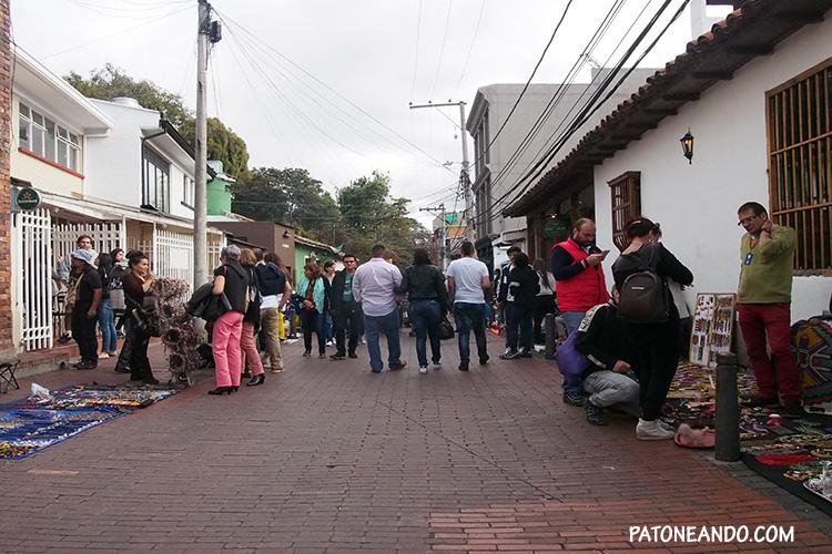 Los domingos en las calles de Usaquén puedes encontrar todo tipo de artesanías