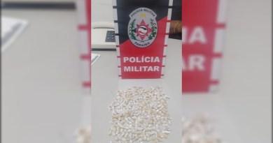 Polícia Militar conduz dois suspeitos e apreende mais de 250 embrulhos de drogas em Patos