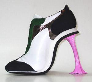 300 materia KobiLevi ChewingGumShoe 86178558147711378721 - Sapatos Estranhos