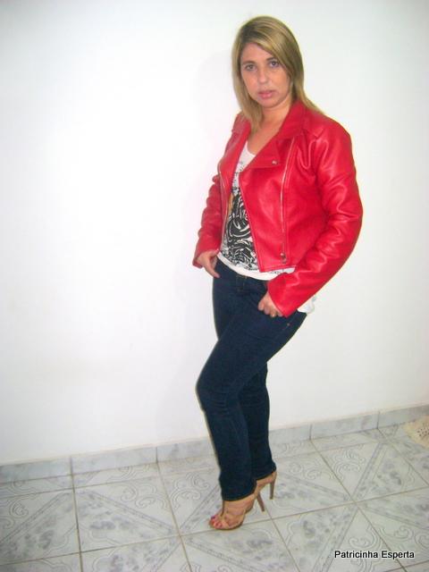 """DSC01490 - Look do Dia - Jaqueta de """"Couro"""" Vermelha"""