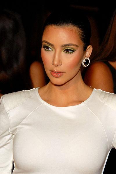 Kim Kardashian - PODER NO OLHAR DE KIM KARDASHIAN