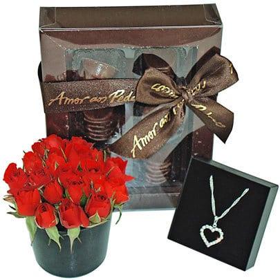 Flores com chocolates... - Presentes de Natal é na Giuliana Flores