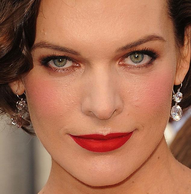 MILLA - Tutorial - Maquiagem inspirada na atriz Milla Jovovich  - Oscar 2012