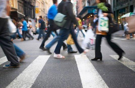 atravessar rua - Valorize a vida!