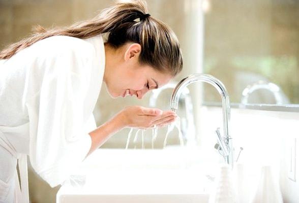 rosto - Cuidados Com a Pele Oleosa: Limpar